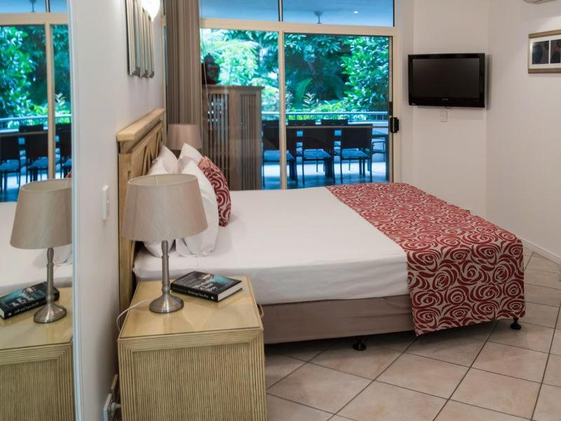 A bed or beds in a room at Oasis 4 at Palm Cove
