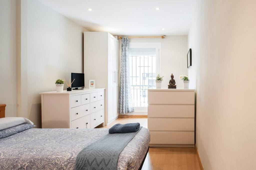 A bed or beds in a room at Nice apartment near Barcelona center