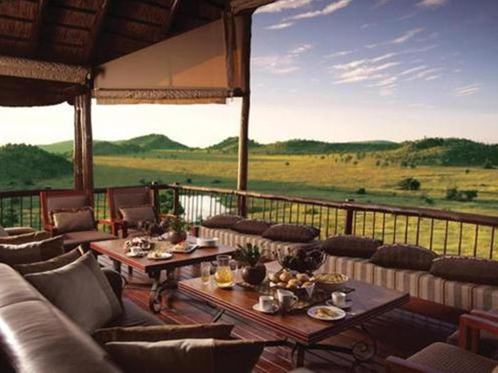 A restaurant or other place to eat at Tshukudu Bush Lodge