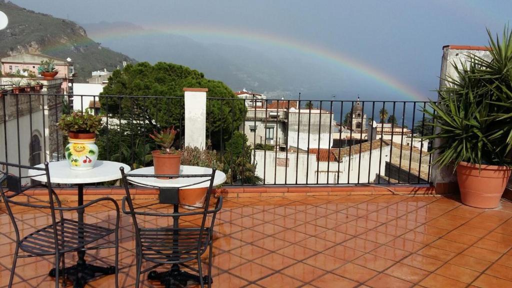 A balcony or terrace at Apartment City Center Taormina