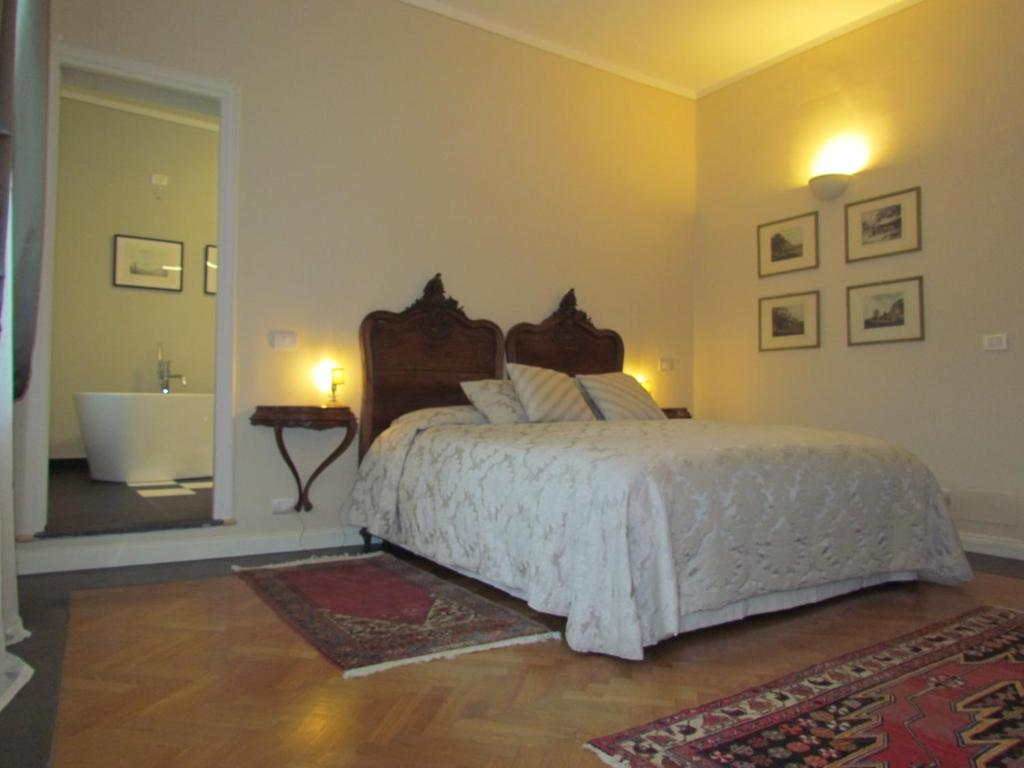 A bed or beds in a room at L'Approdo di Sant'Agostino