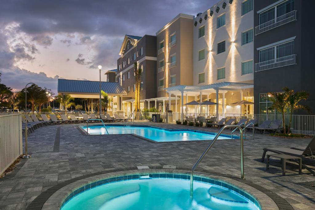 The swimming pool at or near Carlisle Inn Sarasota