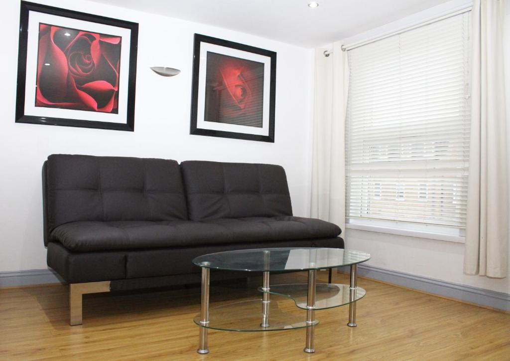 A seating area at London Apartments Bethnal Green - 280