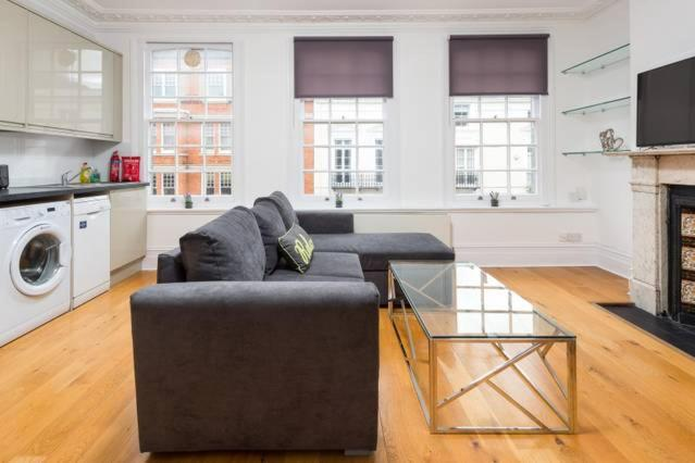 A seating area at Gorgeous Apartment in Trendy Neighbourhood (DH5)