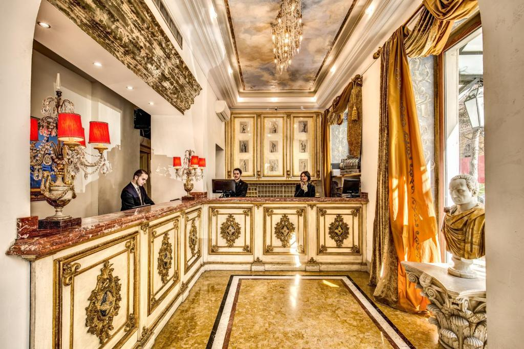 The lobby or reception area at Hotel Romanico Palace