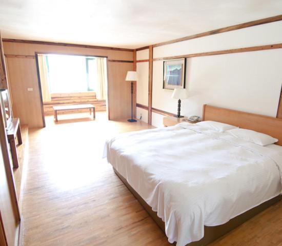 錦水溫泉飯店房間的床
