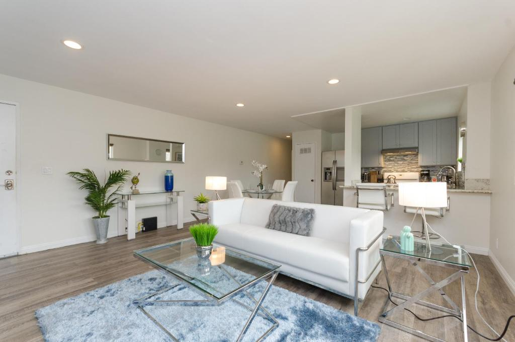 Spacious Modern Apartment in Chinatown, Los Angeles, CA ...