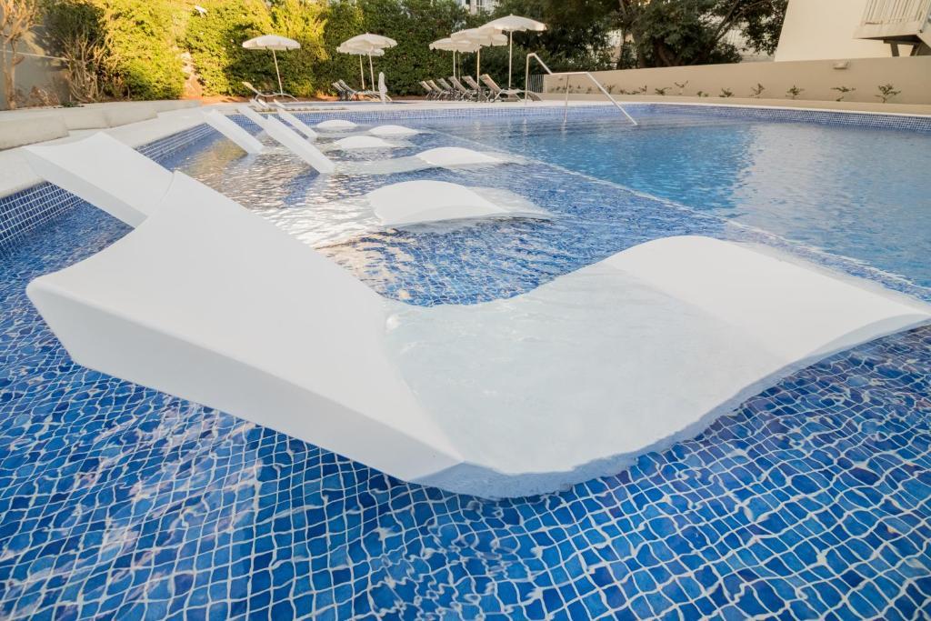 Het zwembad bij of vlak bij Hotel Girassol - Suite Hotel