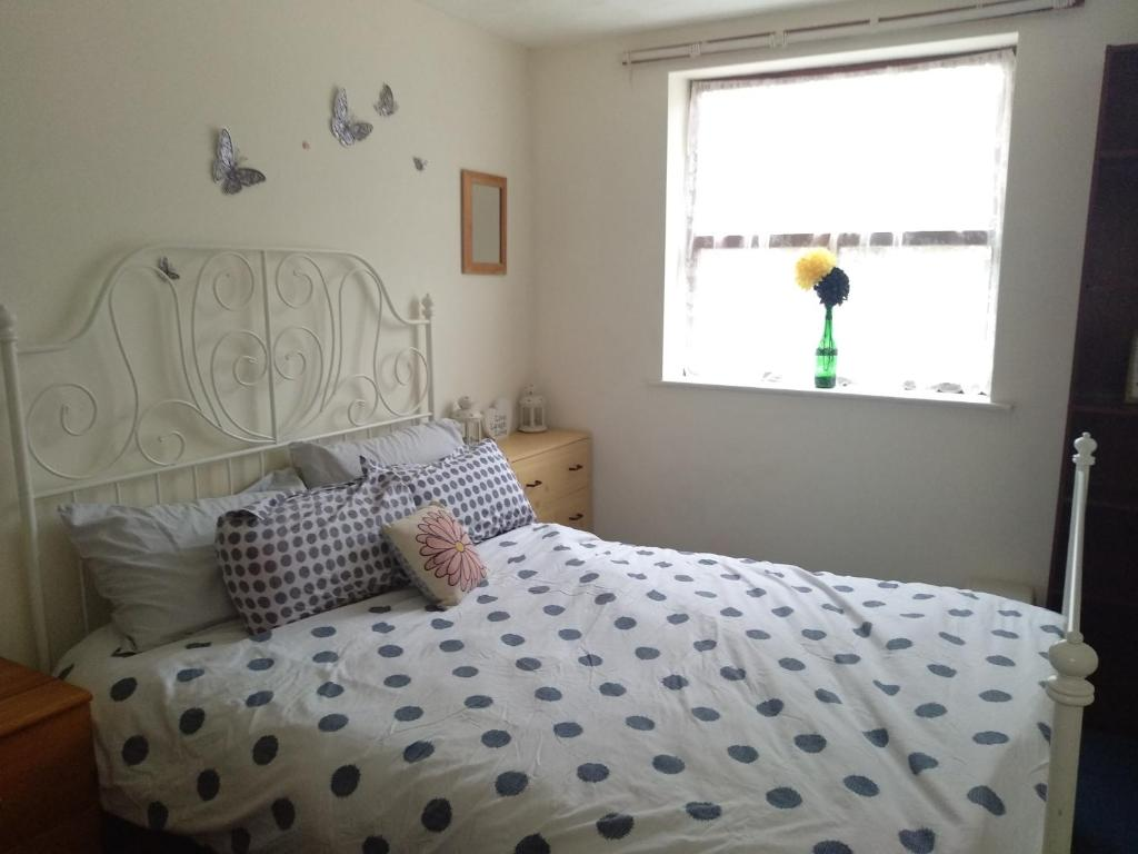 A bed or beds in a room at Ladybarn Lane, Manchester