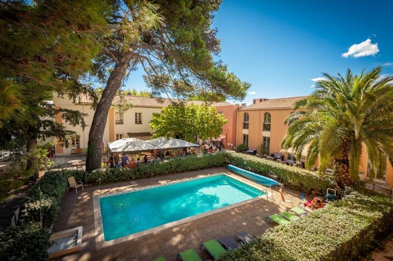 The swimming pool at or near Le Clos De L'aube Rouge - Montpellier / Castelnau le Lez