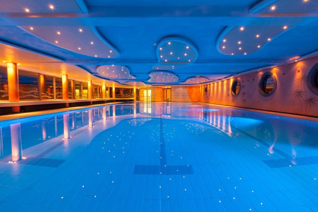 Der Swimmingpool an oder in der Nähe von Kurhotel Hochsauerland 2010