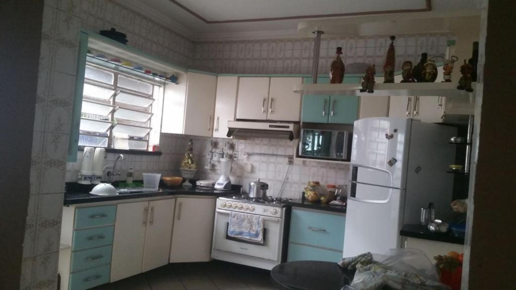 A kitchen or kitchenette at Casa duplex