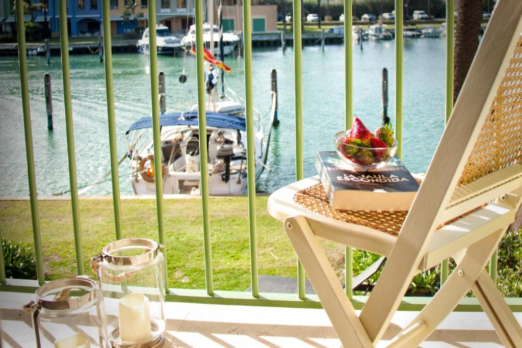 Waterfront Luxury House in the Exclusive Marina of ...