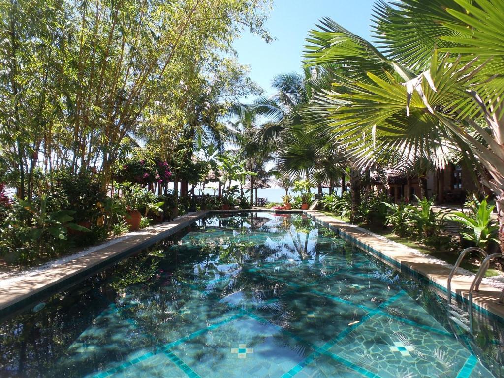 Piscine de l'établissement Full Moon Beach Resort ou située à proximité