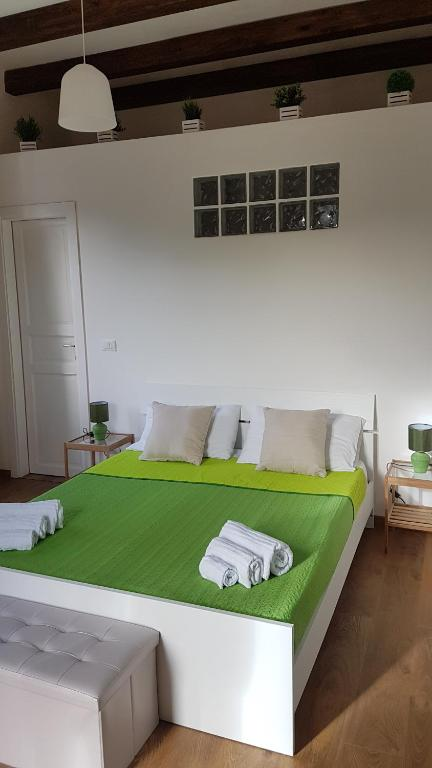 Mondello Sicily Roomsにあるベッド