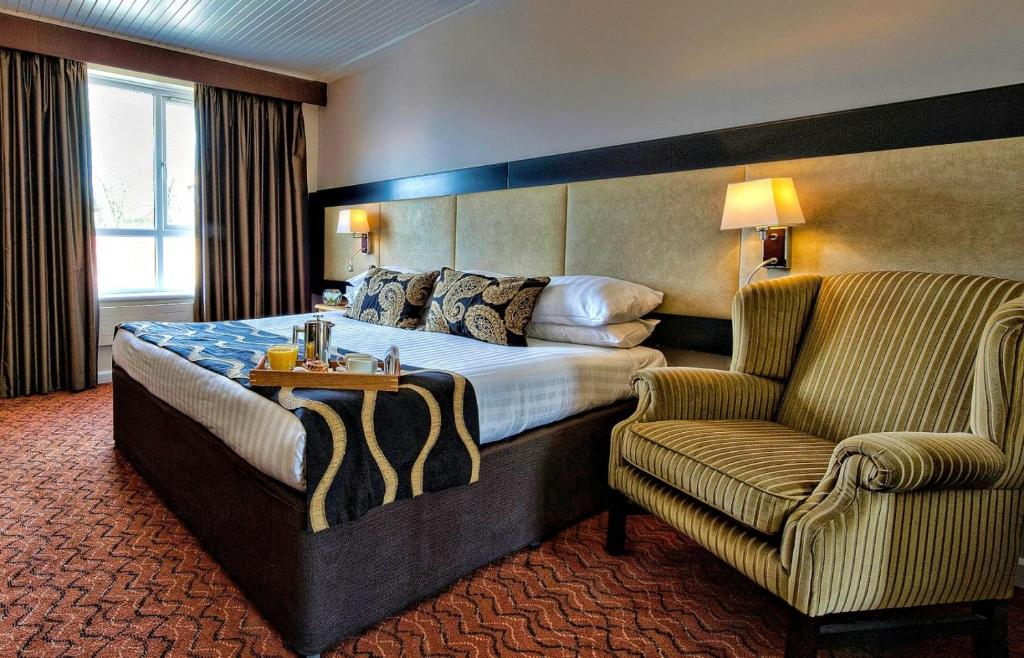 A bed or beds in a room at Wellington Park Hotel