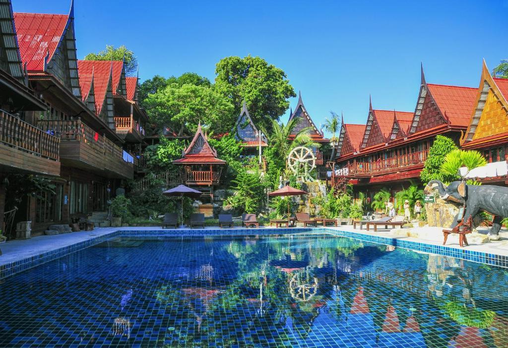 The swimming pool at or close to Anda Resort Koh Lipe