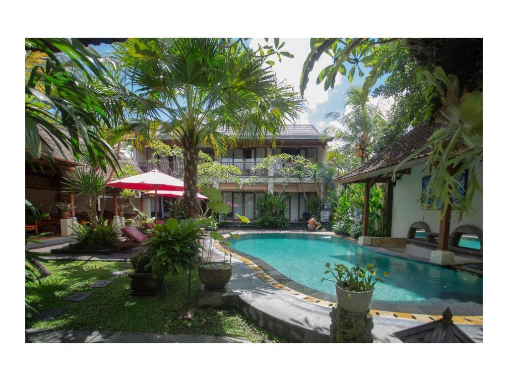 Piscine de l'établissement Lumbung Sari Ubud Hotel ou située à proximité