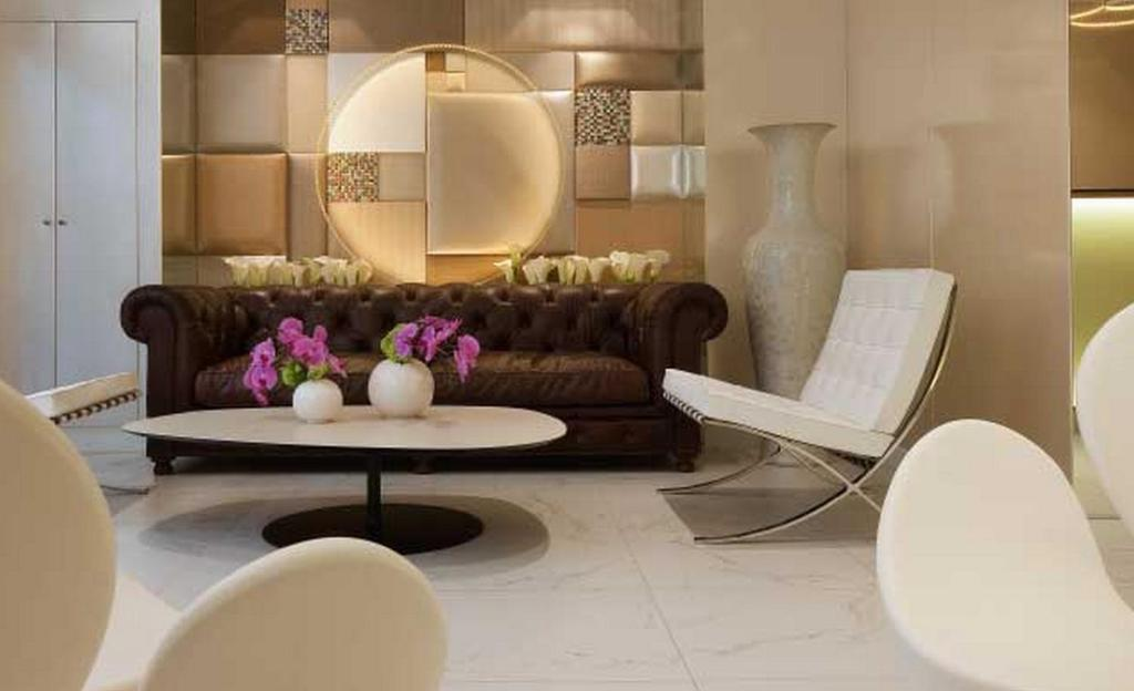 A seating area at Le 7 Eiffel Hotel