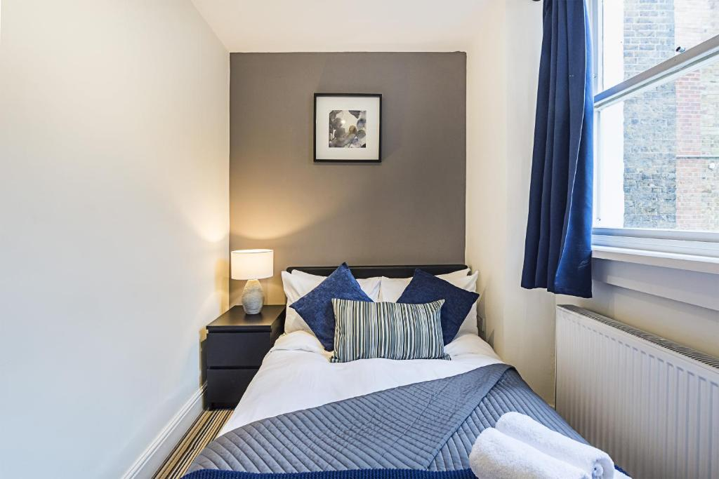 A bed or beds in a room at CDP Apartments–Mornington Crescent