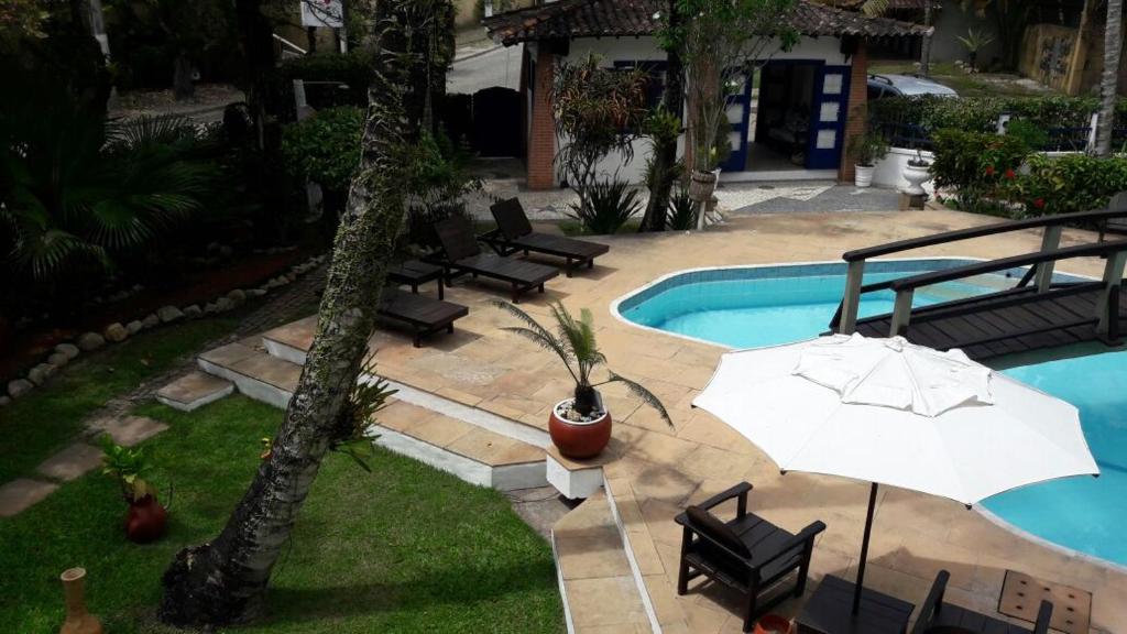 Uitzicht op het zwembad bij Pousada Solar das Orquídeas of in de buurt