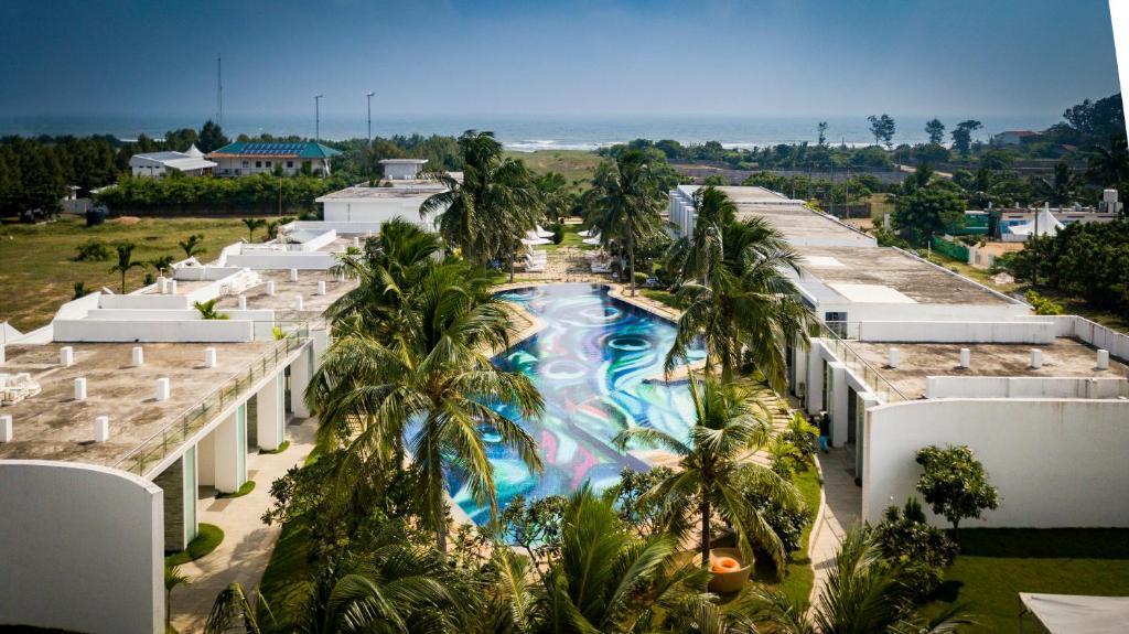 Vista sulla piscina di Grande Bay Resort and Spa Mamallapuram o su una piscina nei dintorni