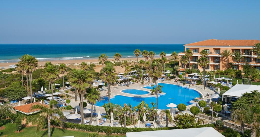Hipotels Barrosa Palace, Novo Sancti Petri, Spain - Booking.com
