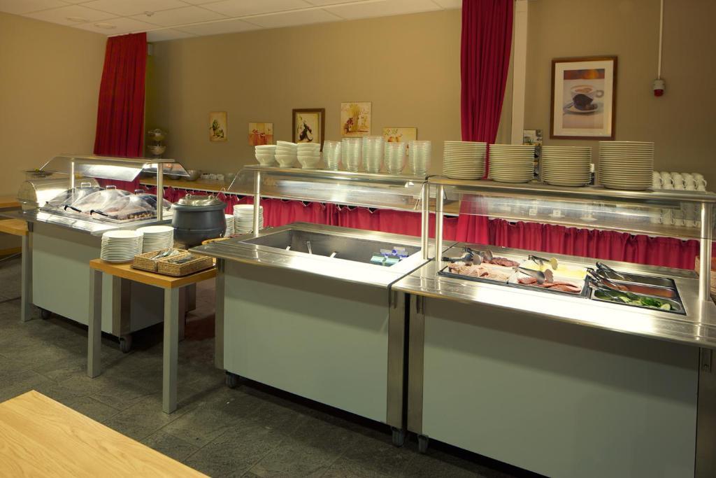 Ett kök eller pentry på Hellsten Espoo