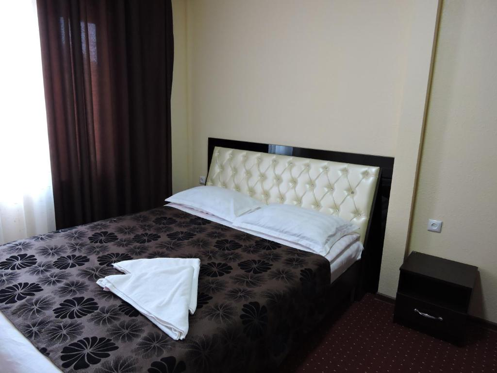 A bed or beds in a room at Inn Kochevnik