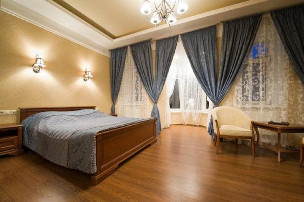 A bed or beds in a room at Hotel on Dvoryanskaya