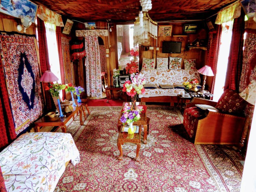 El vestíbulo o zona de recepción de Houseboat Royal Lodge