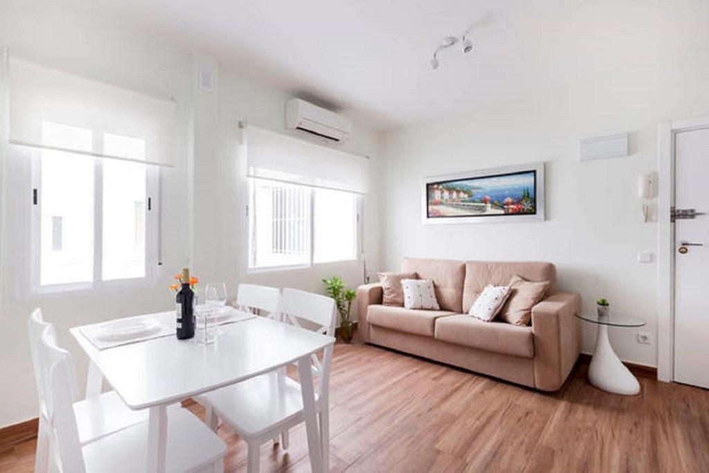 A seating area at Malasaña Touristic Apartment