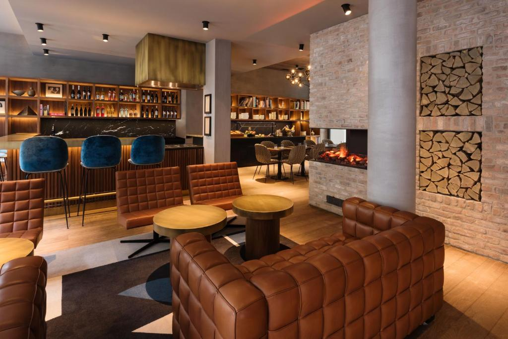 The lounge or bar area at Hotel Scheuble