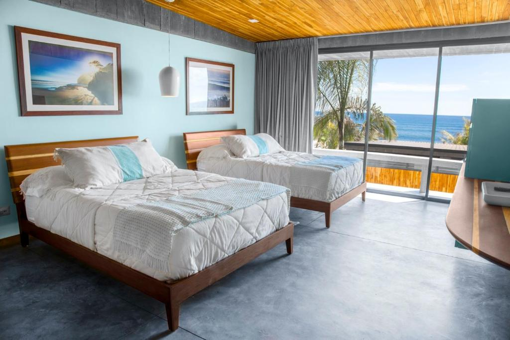 A bed or beds in a room at Puro Surf Hotel