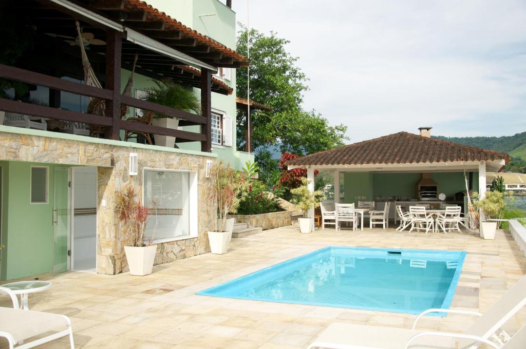 The swimming pool at or near Casa Angra dos Reis - 12 pessoas