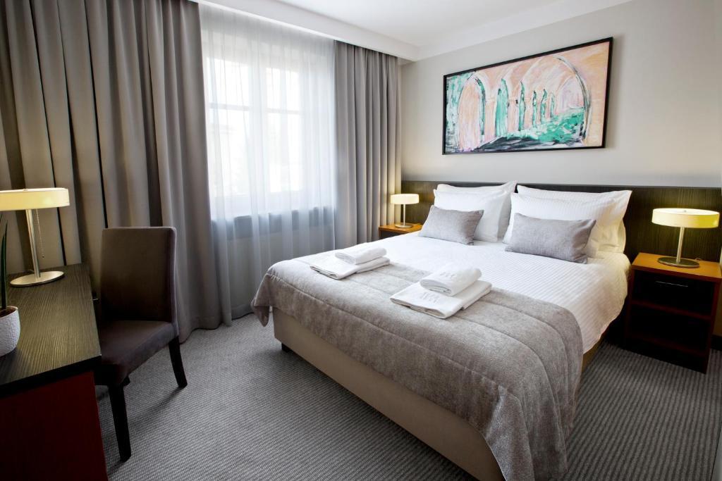 Lova arba lovos apgyvendinimo įstaigoje Benefis Boutique Hotel