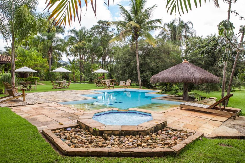 A piscina localizada em Hotel Fazenda Igarapés ou nos arredores