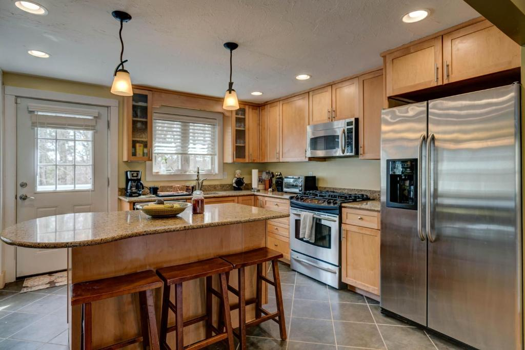 A kitchen or kitchenette at Cranberry Hill