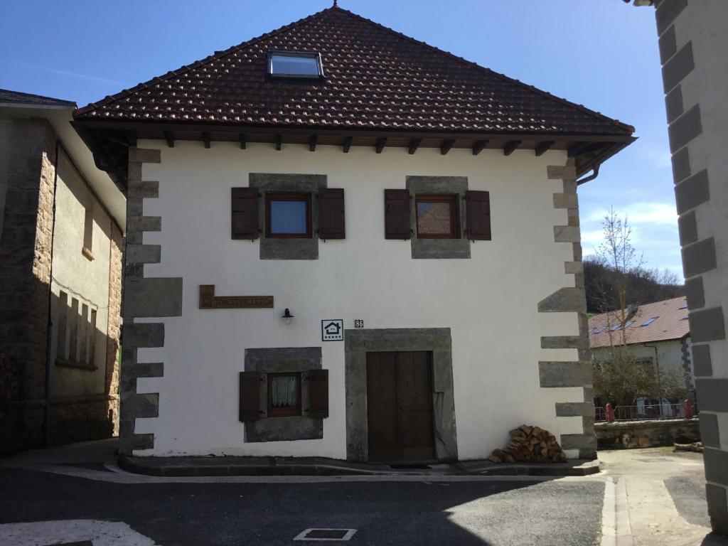 Casa Rural Roncesvalles (España Espinal-Auzperri) - Booking.com