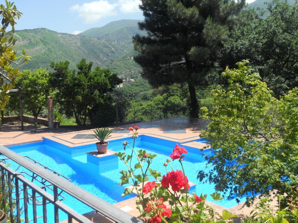 A view of the pool at Agriturismo La Casa Del Ghiro or nearby