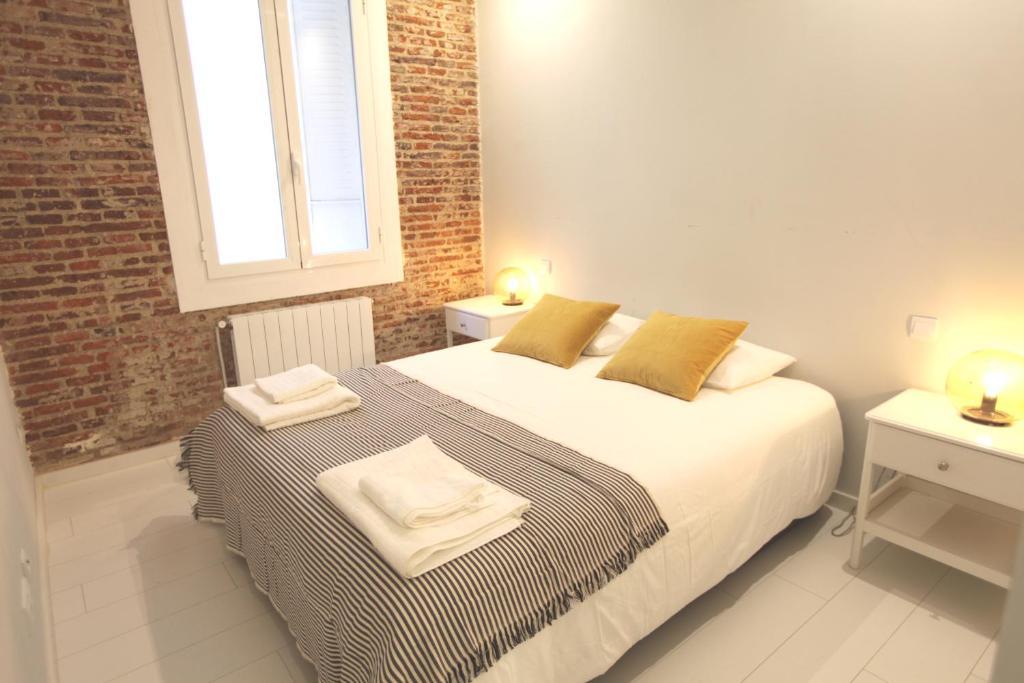 Ein Bett oder Betten in einem Zimmer der Unterkunft Central apartment with private patio