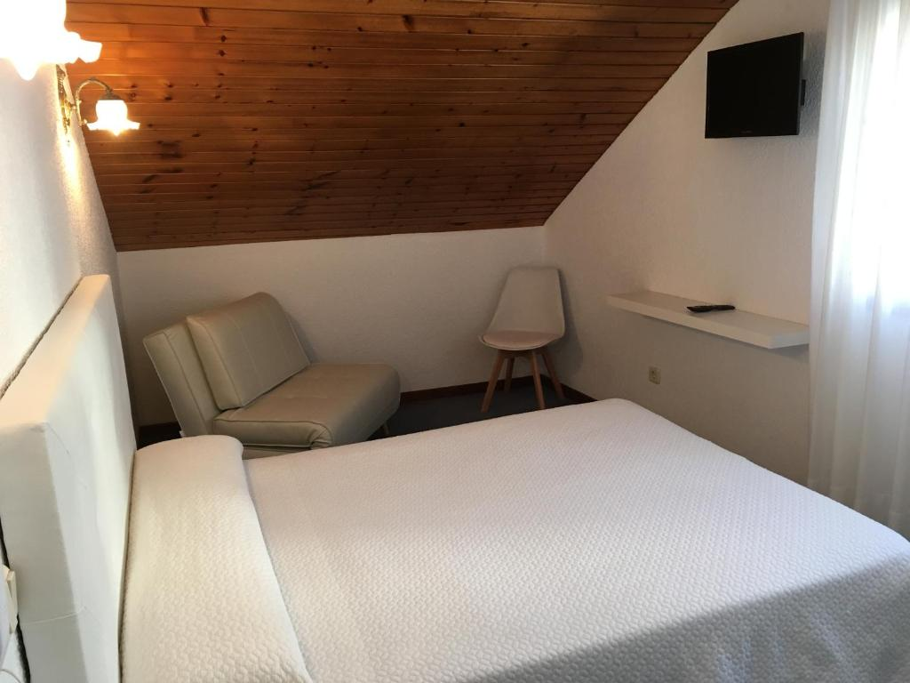 A bed or beds in a room at Hotel Derli Sella