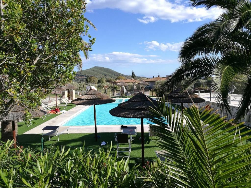 A view of the pool at Residence il Mandorlo or nearby