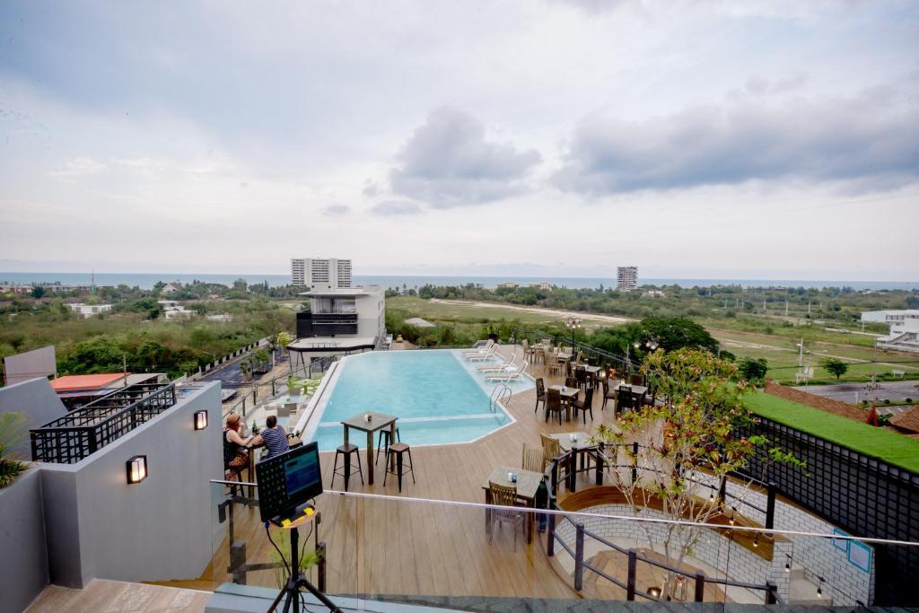 วิวสระว่ายน้ำที่ Whale Hua Hin หรือบริเวณใกล้เคียง