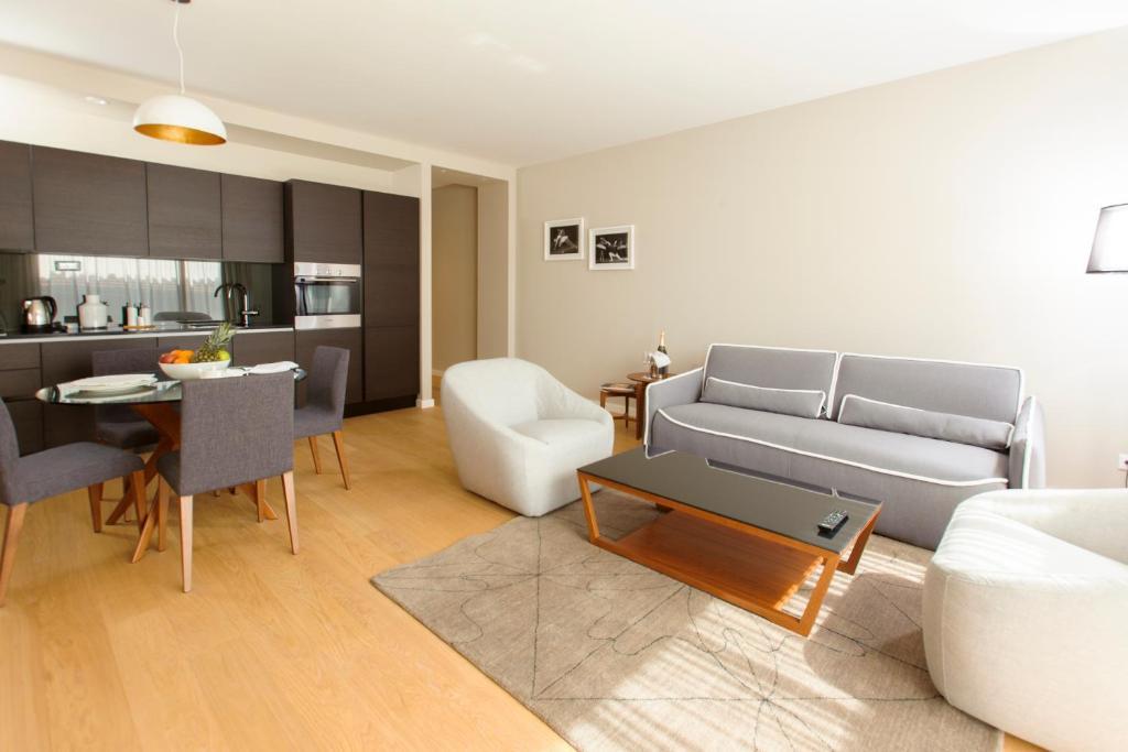 Uma área de estar em Residence by Vestibul Palace