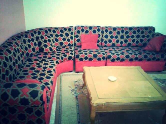 Un pat sau paturi într-o cameră la Al Khalile Apartment