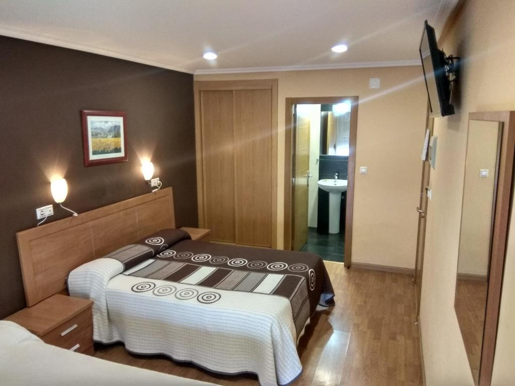 A bed or beds in a room at Hostal Lido