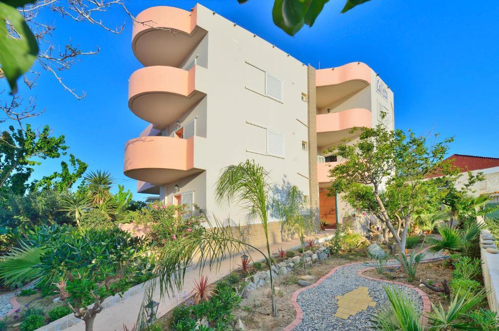 Callista Apartments