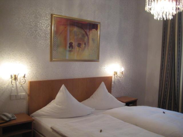 Кровать или кровати в номере Hotel Markgräfler Hof