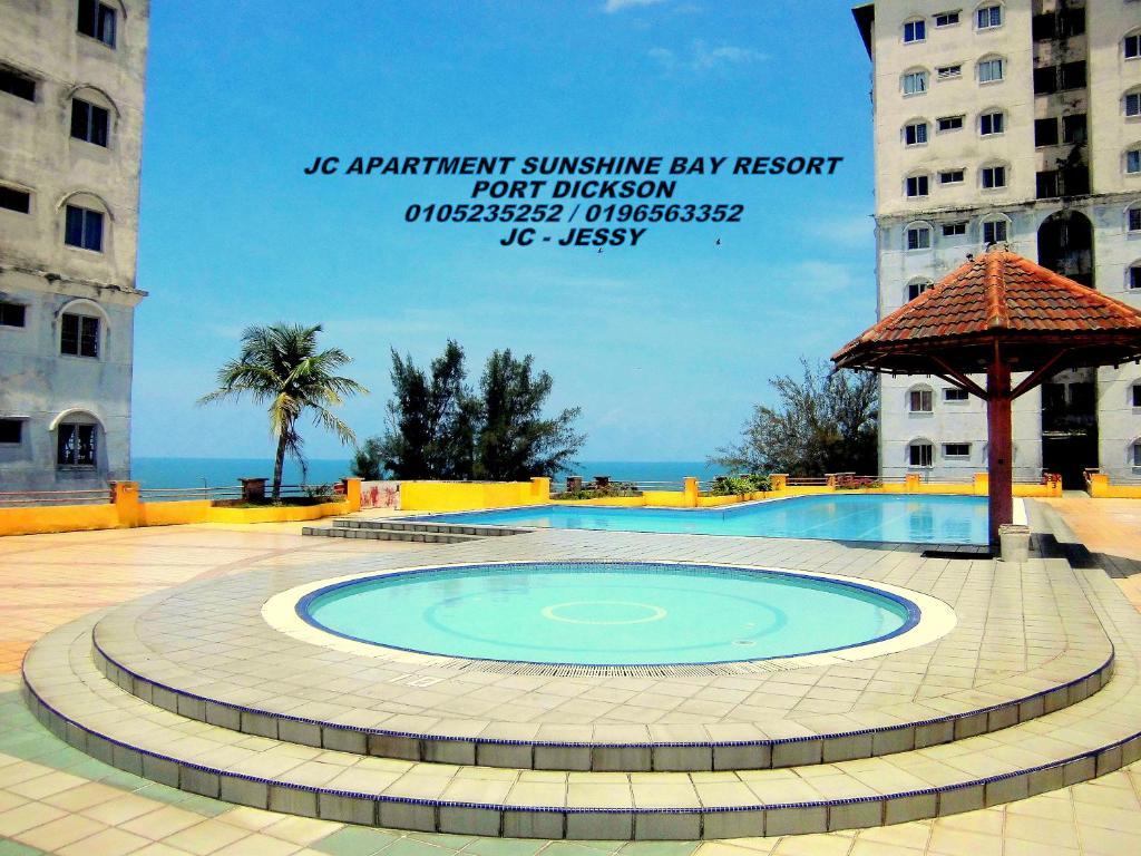Poolen vid eller i närheten av JC Apartment Sunshine Bay Resort Port Dickson